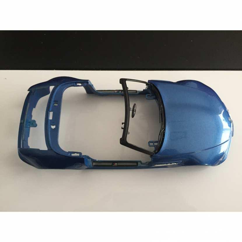 Carcasse carrosserie coque pièce détachée modèle voiture miniature de collection bmw Z3M roadster de taille 1/18ème de marque Burago