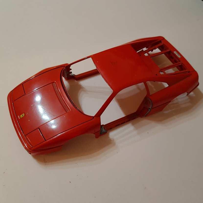 Carcasse capot coffre carrosserie pièce détachée modèle réduit voiture de collection Ferrari 348 TB de taille 1/18 de marque Burago