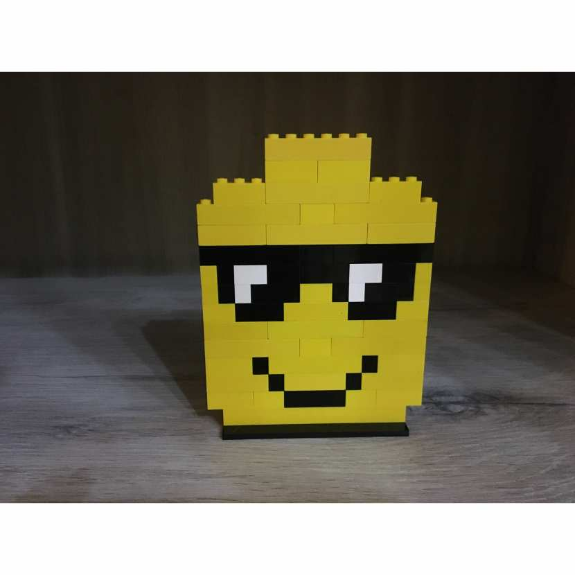 CREATION PIXEL ART LEGO SMILEY TETE LEGO JAUNE LUNETTE DE SOLEIL