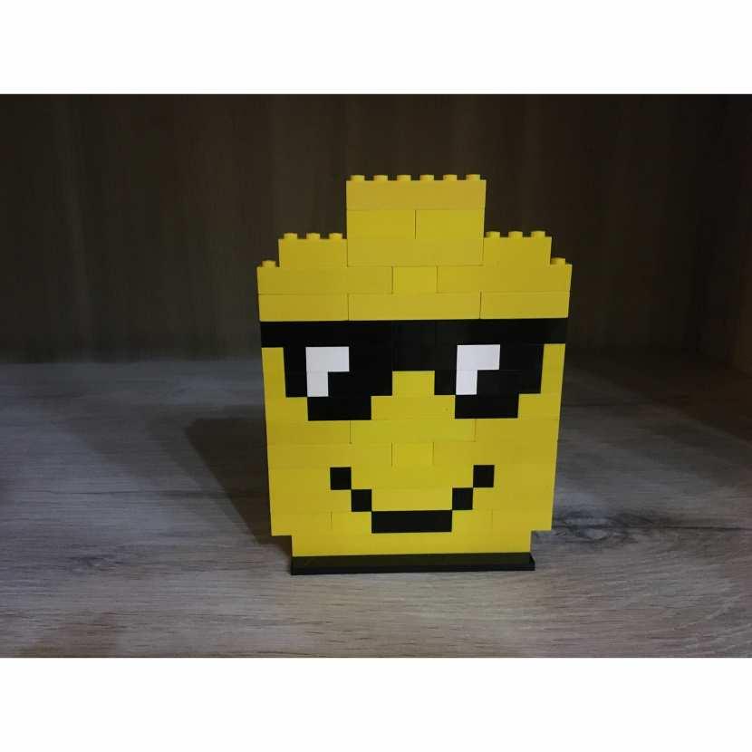 CREATION PIXEL ART LEGO SMILEY TETE LEGO JAUNE LUNETTE DE SOLEIL