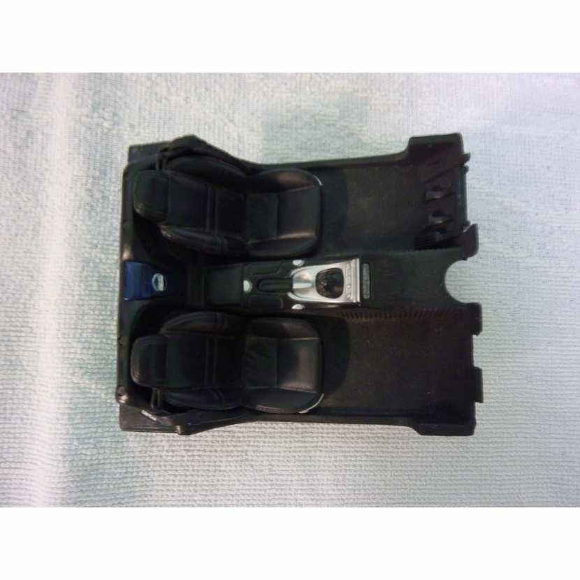 Intérieur siège pièce détachée modèle maquette miniature de taille 1/18 pour Bmw Z8 de marque Maisto