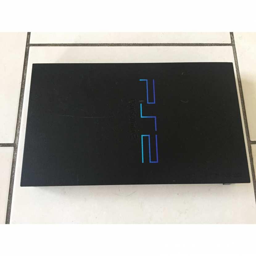 Plasturgie coque supérieur pièce détachée pour console de jeu de marque Sony de type PS2 Playstation 2 référence SCPH-30004