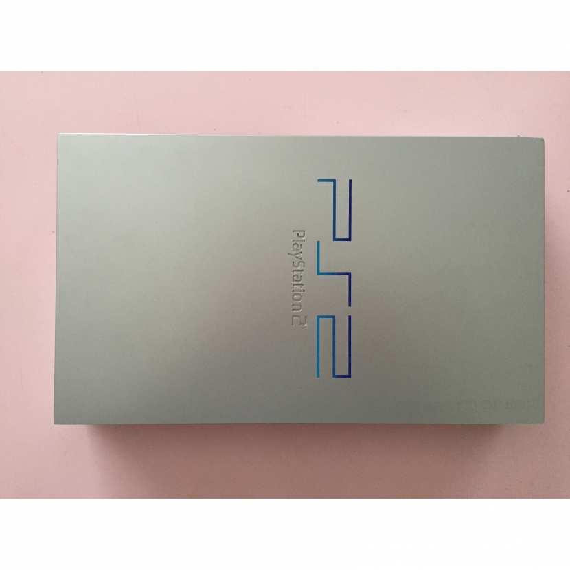 Plasturgie coque supérieur pièce détachée pour console de jeu de marque Sony de type PS2 Playstation 2 référence SCPH-50004 silver