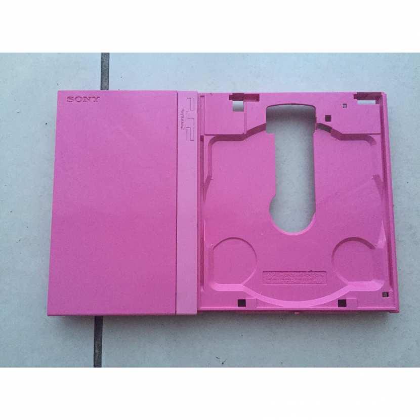 Plasturgie coque supérieur pièce détachée pour console de jeu de marque Sony de type PS2 Playstation 2 slim référence SCPH-77004 rose pink