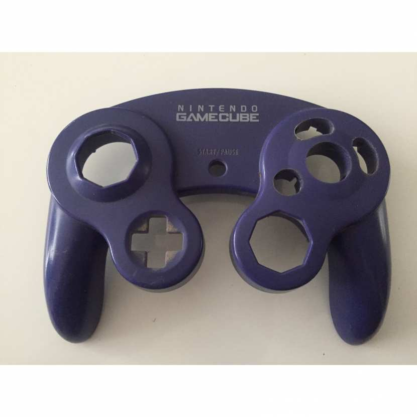 Coque plasturgie supérieur pièce détachée pour manette de console de jeu de marque Nintendo référence DOL-003 de couleur violette