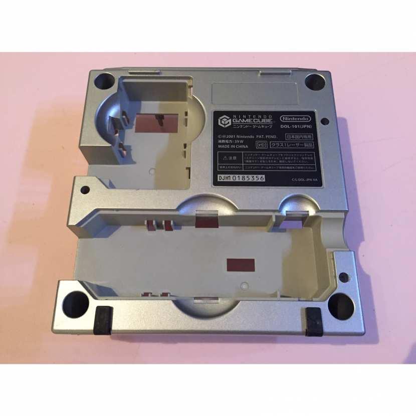 Plasturgie inférieur coque du dessous pièce détachée console de jeu de marque Nintendo et de type Gamecube DOL-101 JPN version japonaise de couleur grise